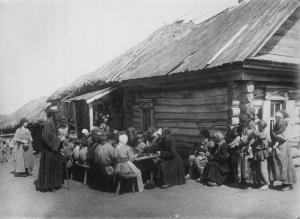 Peoplediningroom1891-1892NizhnyNov.jpg