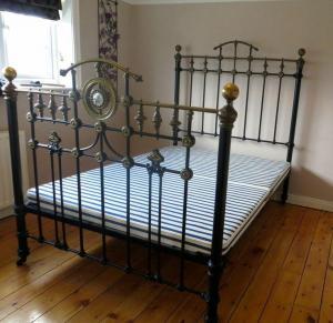 4880dd746174de237c1d2b720ea2ff95--victorian-bedroom-vintage-bedrooms.jpg
