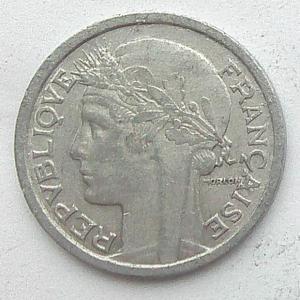 IMG04743выст Франция 1 фр 1945.jpg